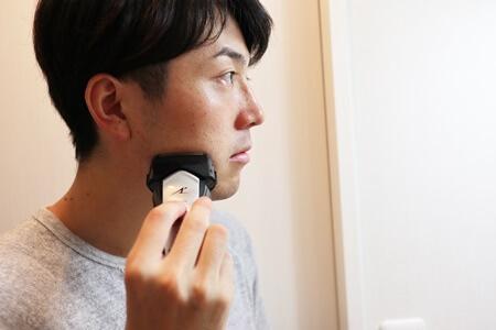 逆剃りで剃り始める